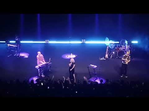 [10] HONNE - Crying Over You [Live]