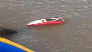 model boats on the river - tàu mô hình trên sông sài gòn