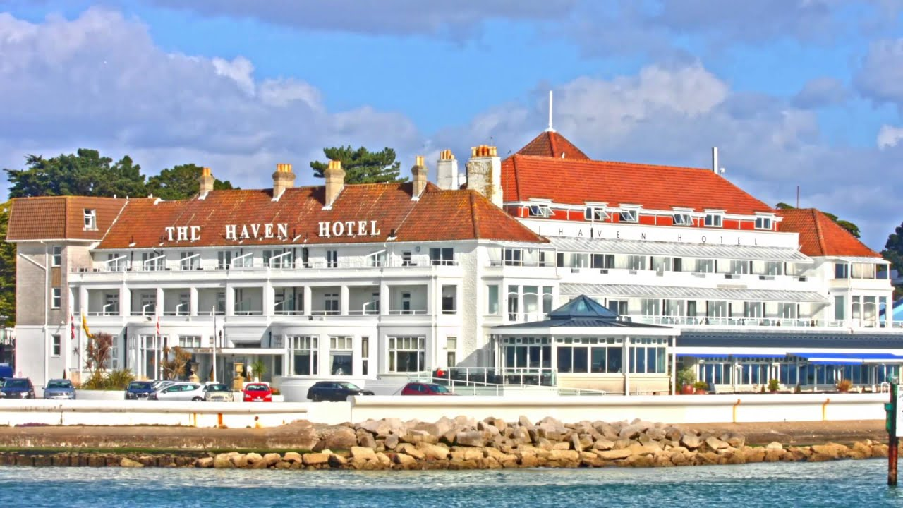 Hotels Near Sandbanks Beach