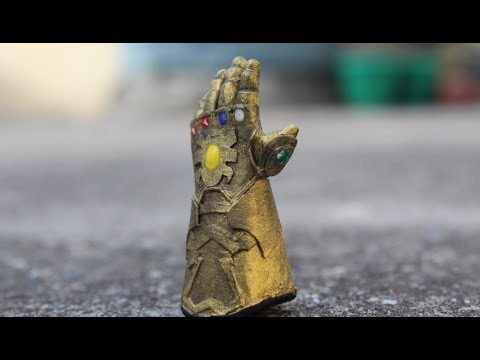 Thanos Gauntlet miniature. made by Paper