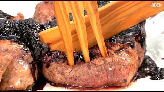 Argentine Chateaubriand Steak au Blueberí vs. Wooden Knife
