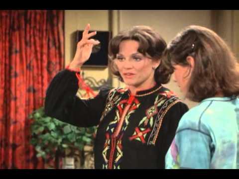 RHODA S03E08 Rhoda Questions Her Life and Flies to Paris