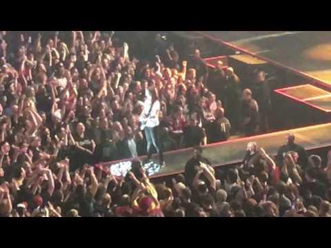 Natalie jams with Green Day - Verizon Center, Washington DC 03/13/17