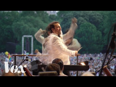 What a conductor actually does on stage