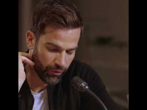 Gethin Jones surprises people in shopping centre | Heart | Government Fraud