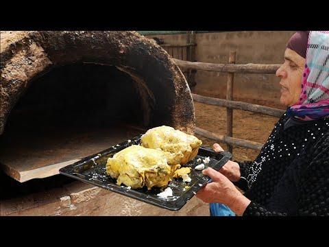 الدجاج محمر و الخبز في الفران البلدي مع لالة حادة فالعروبية