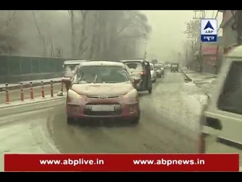 Heavy snowfall hits Kashmir Valley