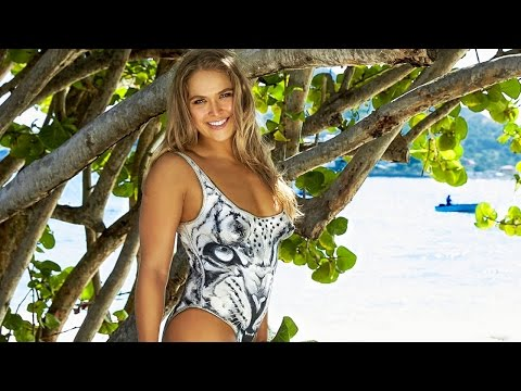 Ronda Rousey Gets Naked for Sports Illustrated Swimsuit 2016 Cover