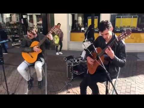 🎸Amazing Spanish Guitar Street Performers Due playing live music