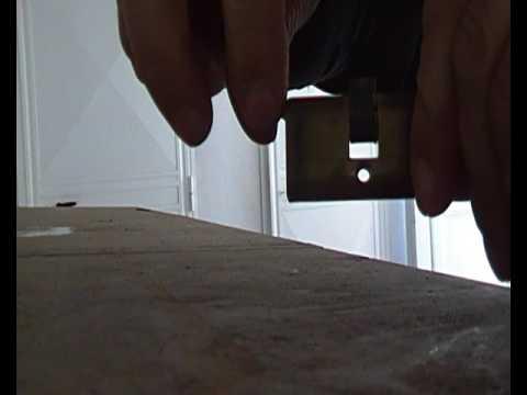 Come rimuovere in modo rapido una chiave spezzata youtube for Estrarre chiave rotta da cilindro