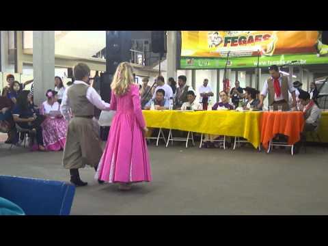 NINA ROSA CARNIEL STEIL E BRUNO BEISE DANÇA DE SALÃO MIRIM 8º LUGAR FEGAES 2011.MP4