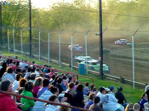 Lakeville(Ohio) Speedway LM heat race restart014.AVI