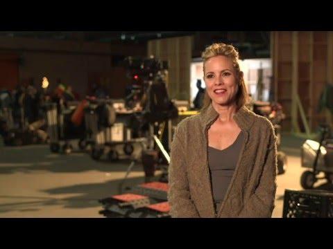 "The 5th Wave ""Sergeant Reznik"" On-Set Interview - Maria Bello"