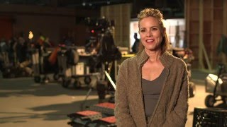 "The 5th Wave ""Sergeant Reznik"" On-Set Interview - Maria Bello"