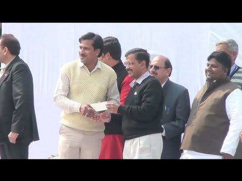CM Arvind Kejriwal distributed the subsidy cheques for registration of E-rickshaws.
