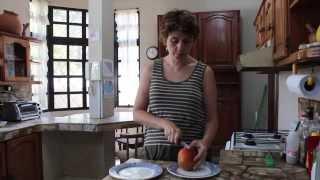 Как правильно чистить манго. Рассказывает Лена Данилова