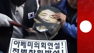 Enraged S.Korea protesters behead effigy of Japan Prime Minister