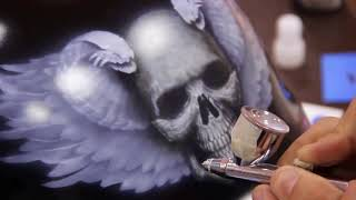 Drawing a skull with wings and snakes. Airbrush on a motorcycle helmet. | D.O.