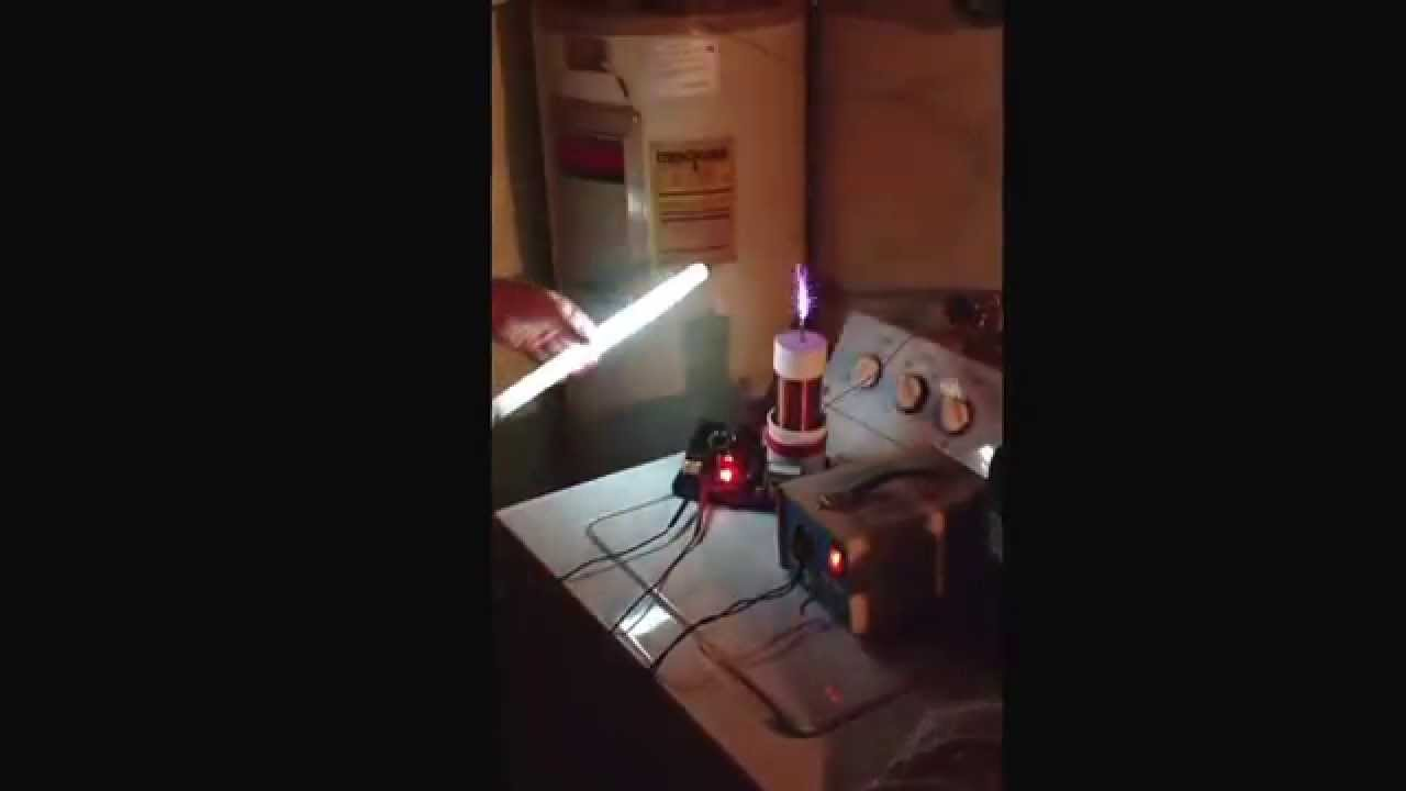 Tesla coil. Lighting up a bulb with no wire - YouTube