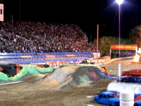 Monster Jam Las Vegas >> MONSTER JAM WORLD FINALS 10 3/28/09 SAM BOYD STADIUM CAPTAIN'S CURSE FLIPS IN RACING FINAL ROUND ...
