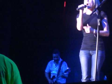 Red High Heels - Kellie Pickler (The Paramount)