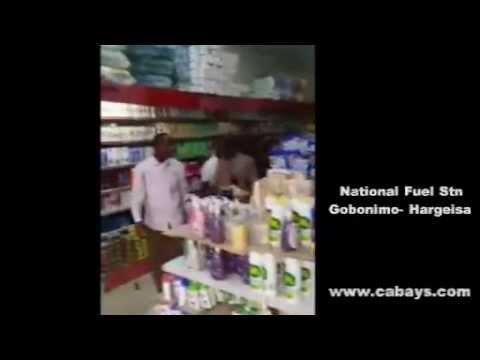 President Siilaanyo take stroll in Hargeisa's busiest market