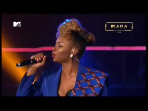 Watch Yemi Alade Shade Buhari On Stage At The MAMA Awards(Video)