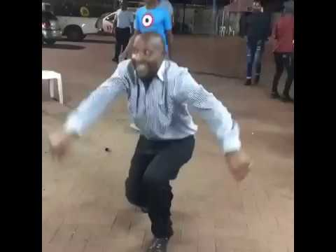 Who's father is this??? He's definitely got moves!!! 🔥🔥🔥😂😂😂 Eyadini lounge