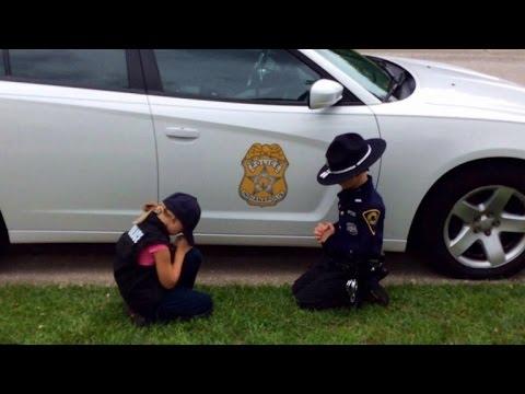 Children Kneel In Prayer For Their Police Officer Dad To Ret