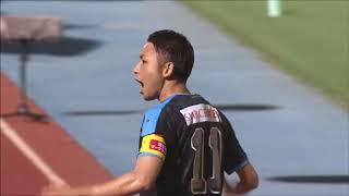 ゴール前中央に絶妙なタイミングで通されたパスを受けた小林 悠(川崎F...