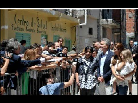Mauricio Macri visitó a Margarita Barrientos en el Comedor Los Piletones.