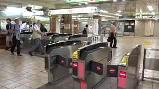 都営地下鉄浅草線の浅草駅改札口の風景