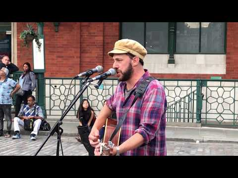 Radiohead, Fake Plastic Trees (cover by Rob Falsini) - busking in the streets of London, UK