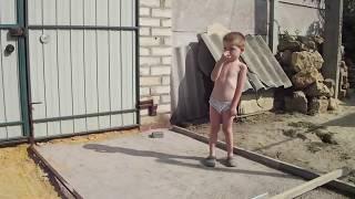 видео Укладываем плитку