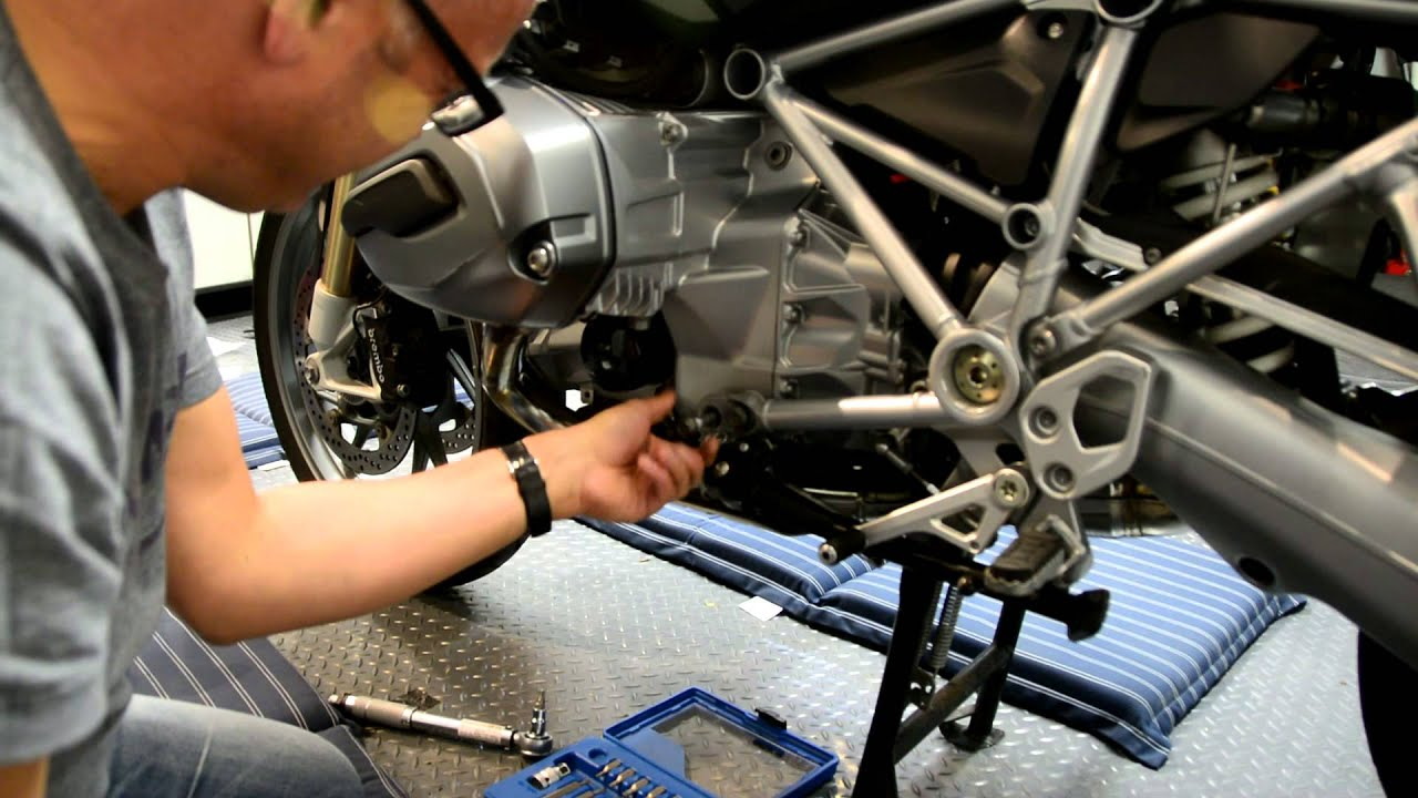 Fitting sw motech cylinder protection bars to the 2014 bmw r1200 gs youtube - Pictures of bars ...