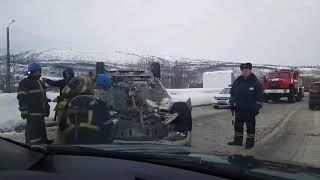 Nord-News: Из-за перевернувшейся легковушки на проспекте в Мурманске встало движение