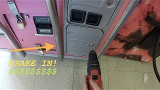 BREAKING INTO A CLAW MACHINE!!!!!!!!