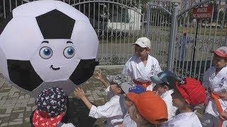 Как сделать ростовую куклу футбольный мяч