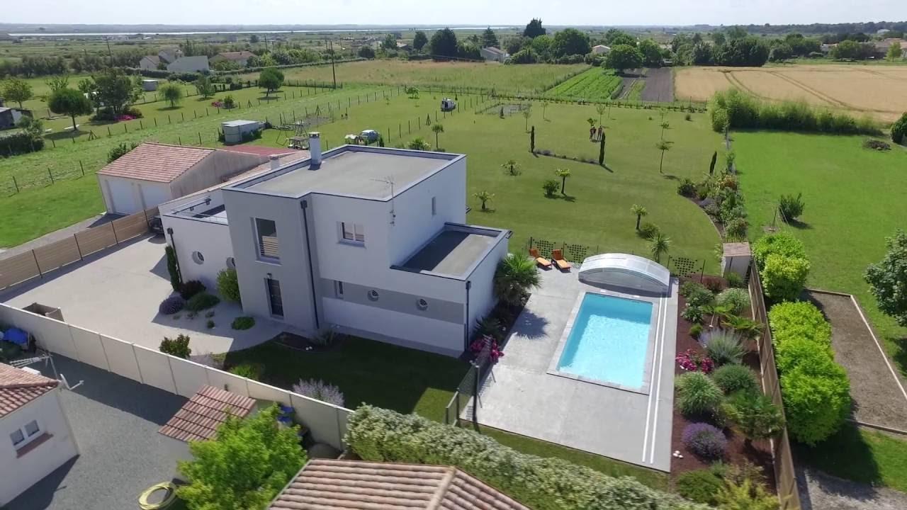 Tr s r ussi maison moderne qui mixe toiture for Maison tres moderne