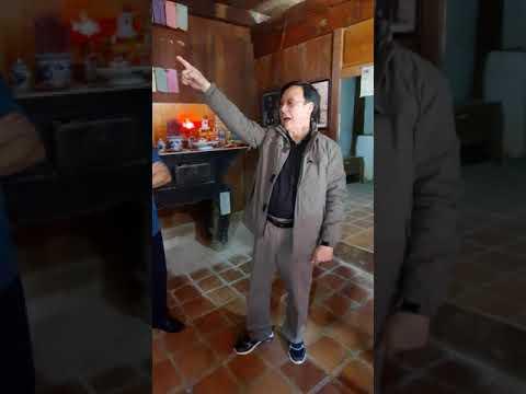 Con cháu họ Vương giới thiệu về Dinh thự Họ Vương tại Hà Giang
