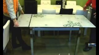 видео Стеклянный раздвижной кухонный стол