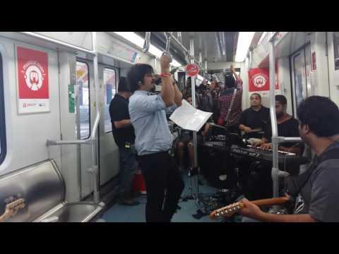 Amit Trivedi's surprise concert inside a train