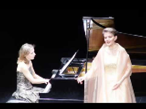 Olga and Natalia Pasichnyk - There Stands A High Mountain - Ukrainian Song