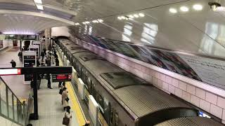 大阪メトロ御堂筋線梅田駅の可動式ホーム柵が開く様子です!