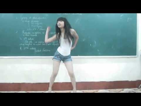 Em teen Việt nhảy cover Bubble Pop trong lớp học Dance .flv