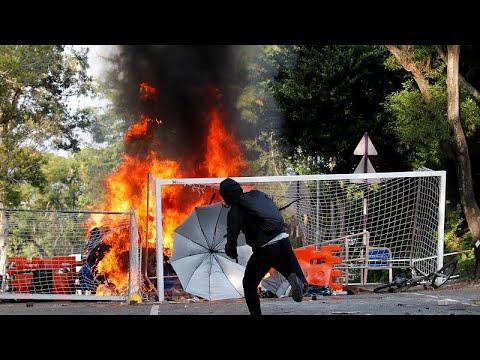 فوضى وحرائق وأعمال عنف في هونغ كونغ بعد مواجهات عنيفة بين الأمن والمتظاهرين…  - نشر قبل 9 ساعة