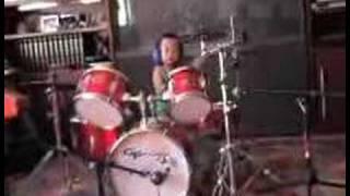 LakLak - 3 years old on drums!!!