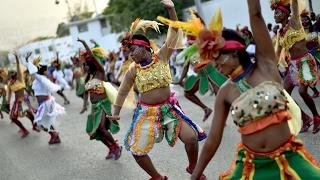 Карнавальное шествие украсило гаитянский город Жакмель (новости)
