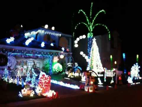 Star Trek... Christmas light show! - Star Trek... Christmas Light Show! - YouTube