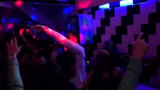 J Alvaréz puso a bailar a las paisitas en San Ram, la mejor barra chilena de la ciudad - Cedritos